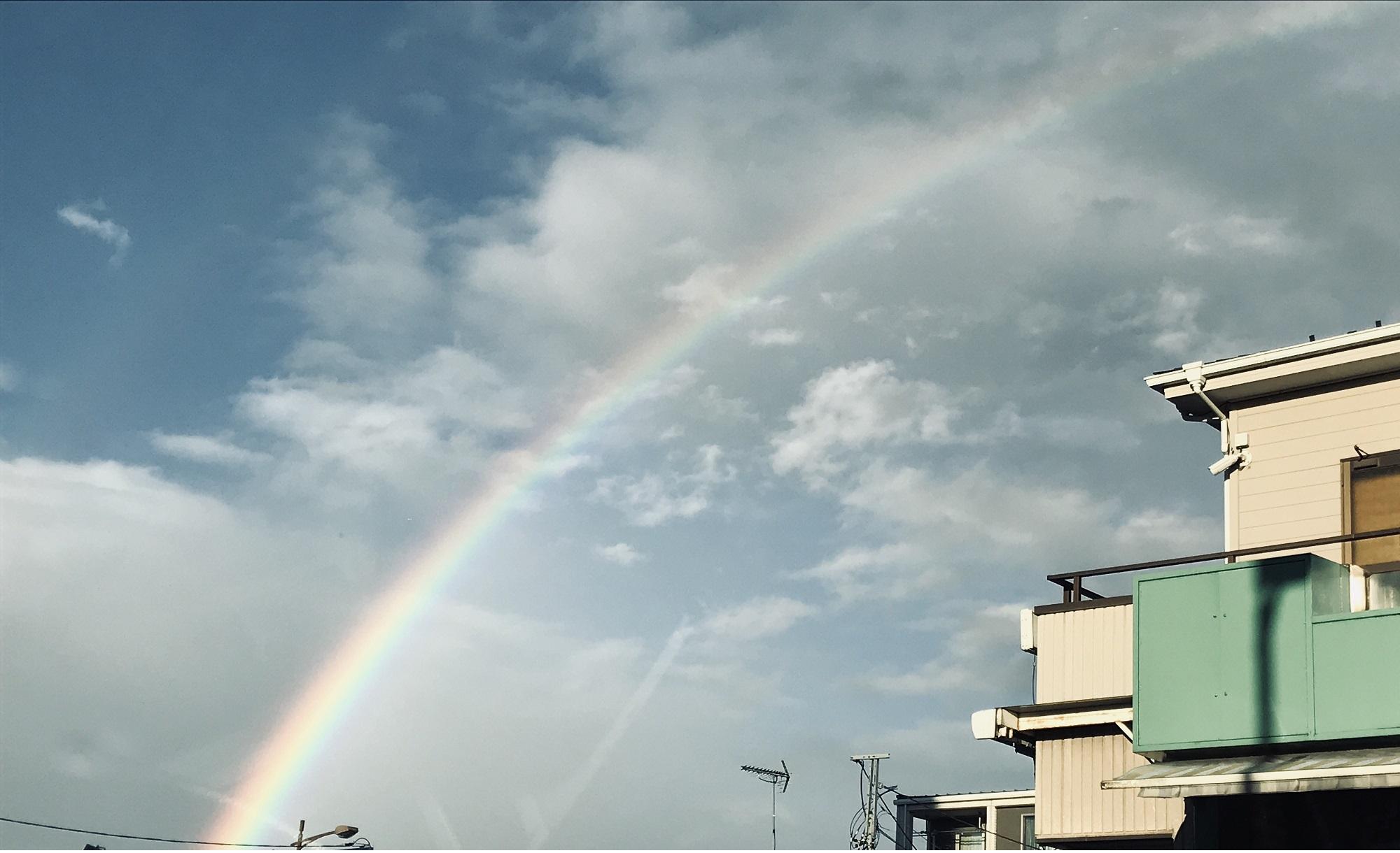 二月の空に虹